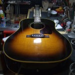 Gibson J-45 トップ&サイド割れリペア