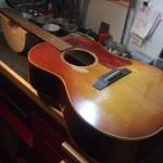 Gibson LG-1 Mid 60's PU取付・ブリッジプレート修正・ブリッジ形状変更・サドル作成交換